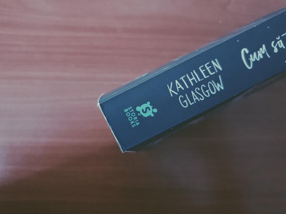 Recenzie Cum să te împrietenști cu întunericul de Kathleen Glasgow