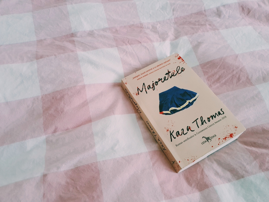 Recenzie Majoretele de Kara Thomas