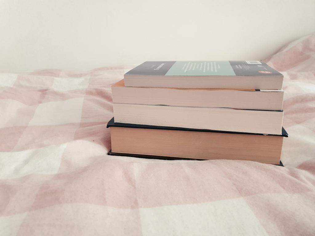 4 cărți pe care vreau să le citesc în această vară